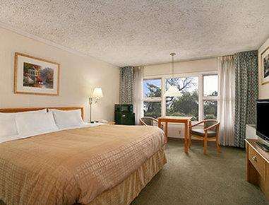 Days Inn & Suites Rhinelander