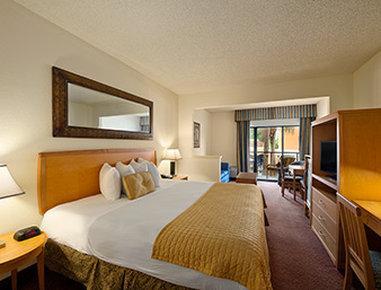 FL メインゲート イースト ホテル & スイーツ
