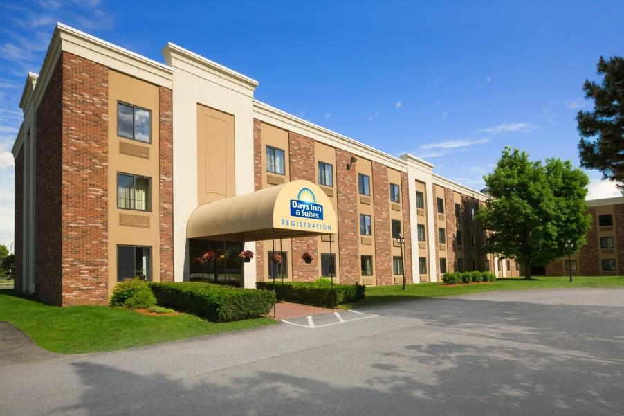 ‪Days Inn & Suites Plattsburgh‬