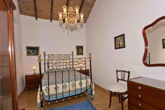 Casa Cuevas Morenas