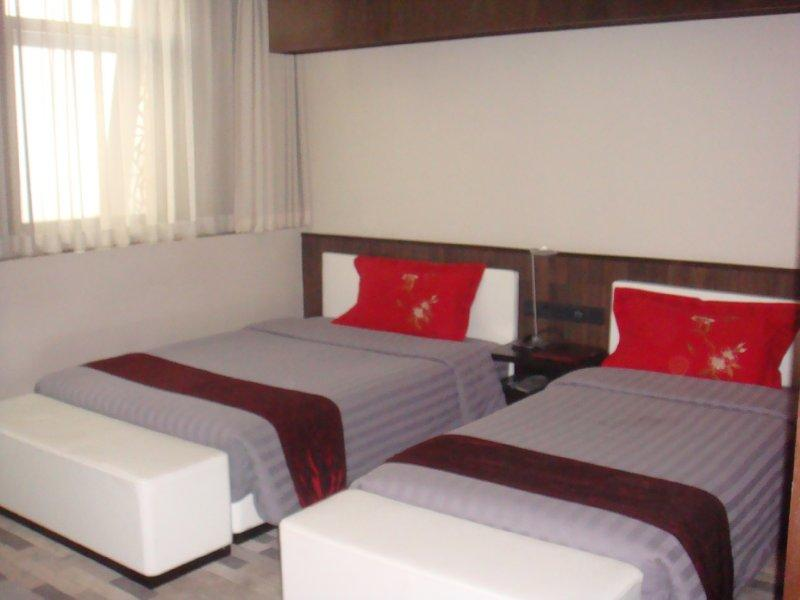 Jiaolou Business Hotel
