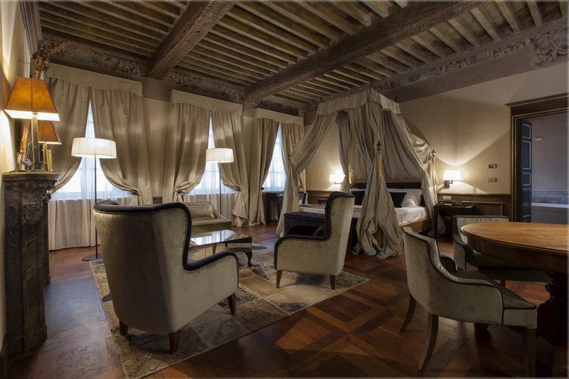 帕拉佐萊希尼酒店