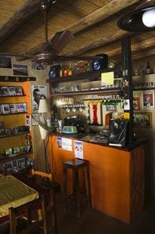 Punto y Coma Libros Café Musica