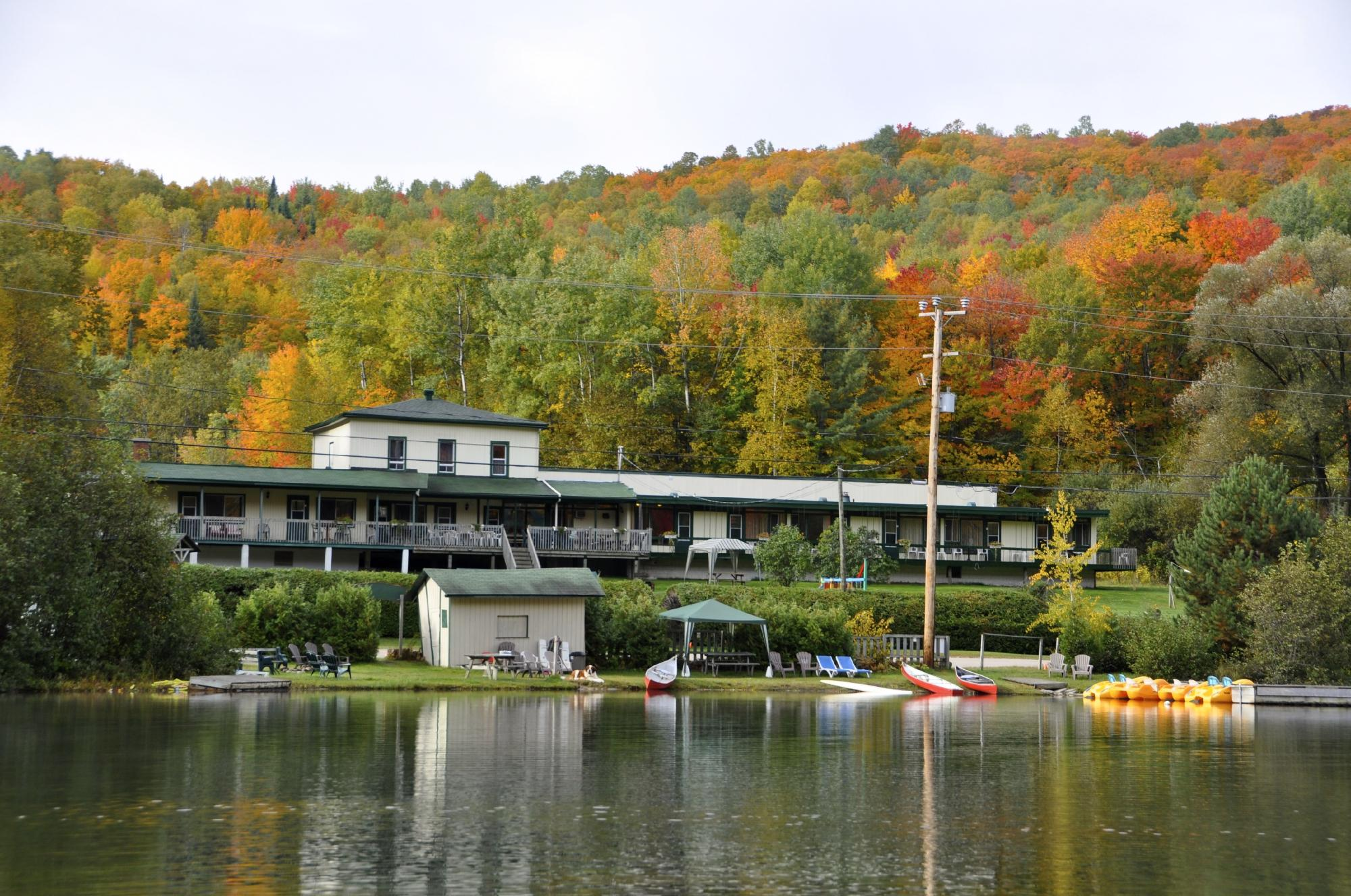 Hotel motel le boise du lac mont tremblant 2018 review for Lac miroir mont tremblant