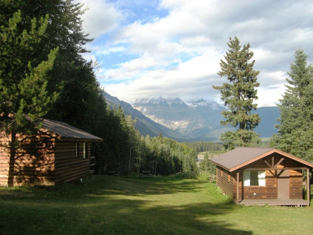 Mount Robson Lodge & Robson Shadows Campground