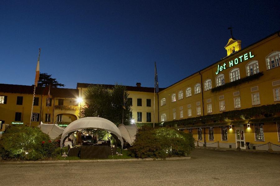 Jet Hotel