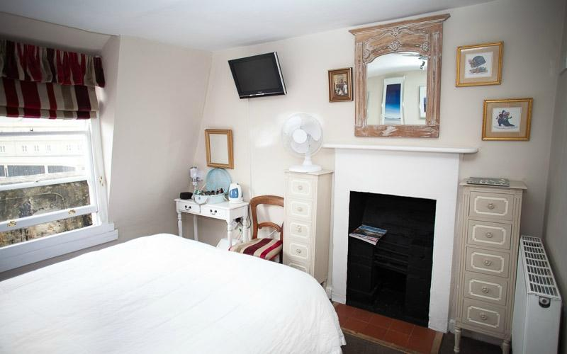 The henry guest house bath b b reviews photos price for Bathroom 4 less review