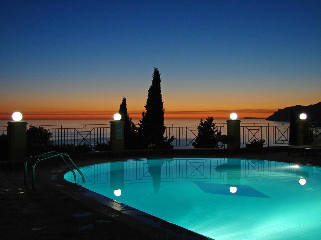 Dina's Paradise Hotel & Apartments