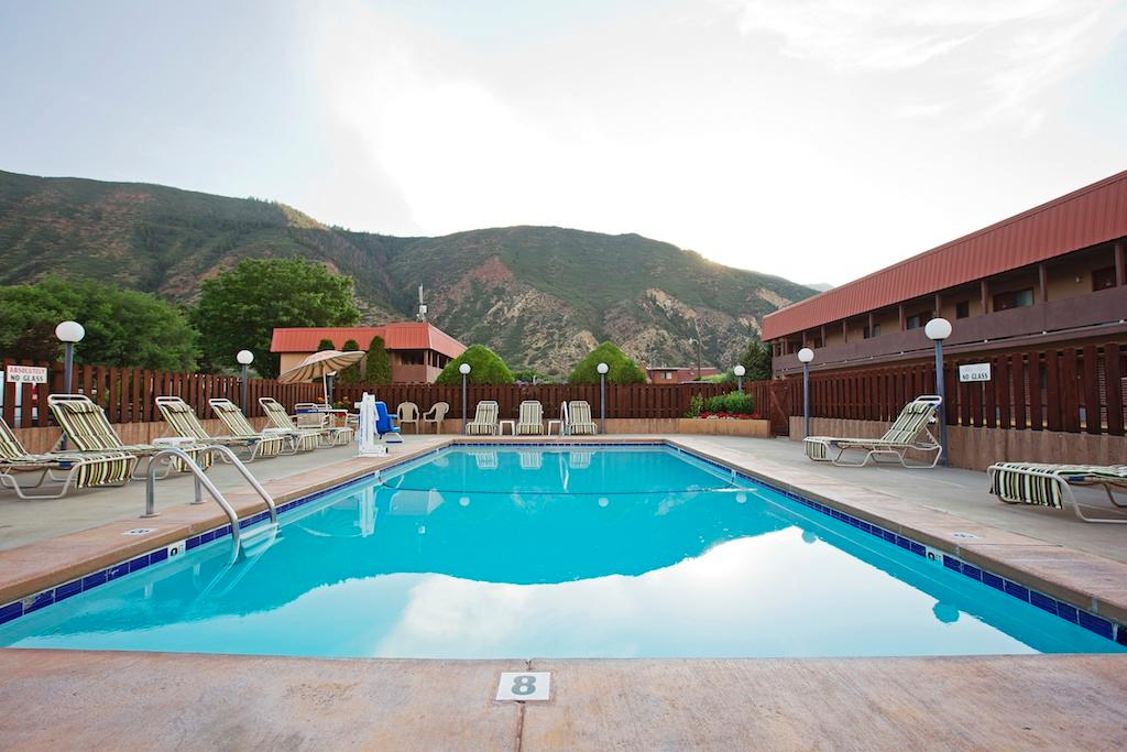 Glenwood Springs Cedar Lodge
