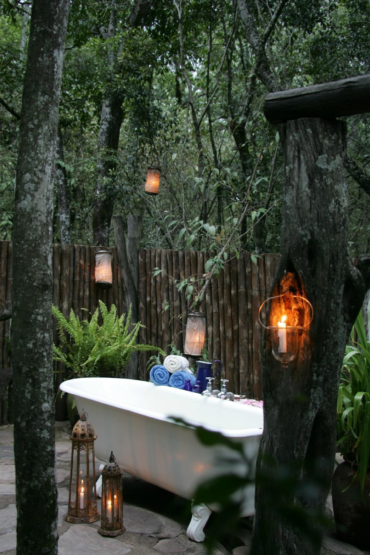 Resultado de imagem para outdoor bath