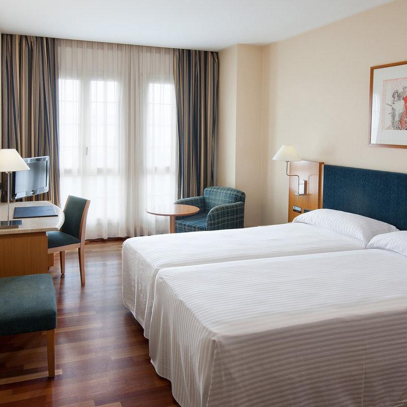 โรงแรมเอ็นเอช ซิอูตัท เด มาตาโร