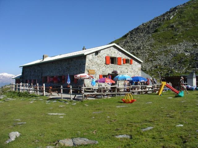 Cabane bella tola hotel saint luc voir les tarifs 8 avis et 11 photos - Cabane jardin valais besancon ...