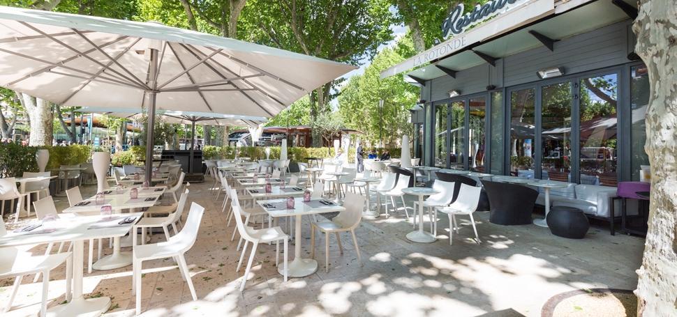 Restaurant la rotonde restaurant caffe lounge dans for Aix en provence cuisine