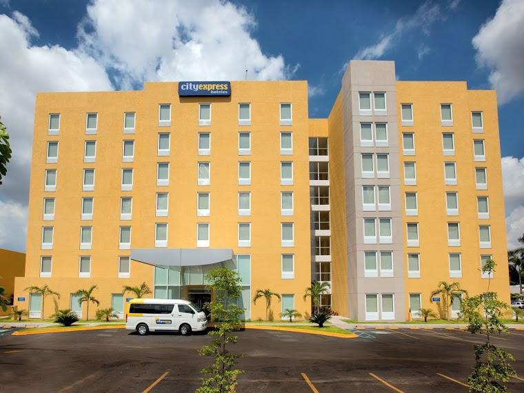hotel city express leon: