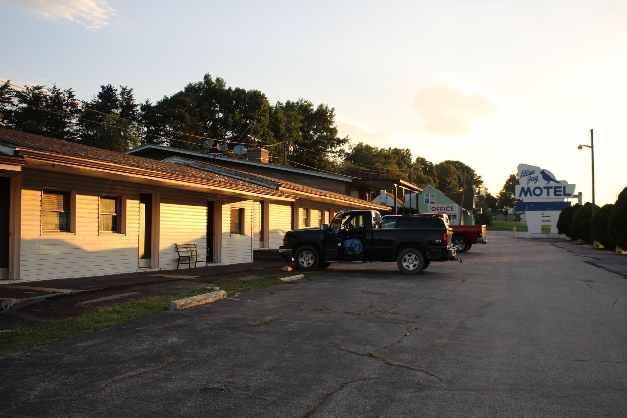 Budget Host Blue Jay Motel