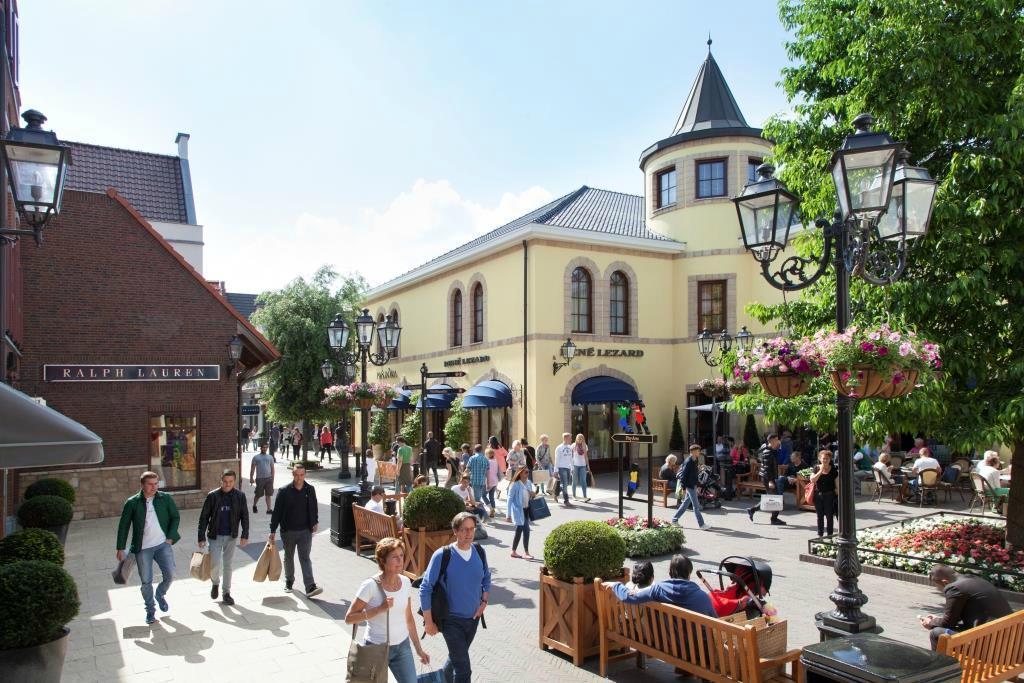 Prijzen Moncler Outlet Roermond