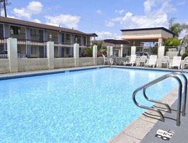 Howard Johnson Express Inn & Suites - Orange