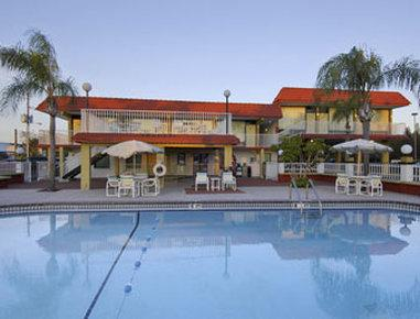 Howard Johnson Inn and Suites Clearwater FL