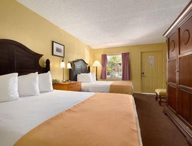 Howard Johnson Express Inn - Suites Lake Front Park Kissimme