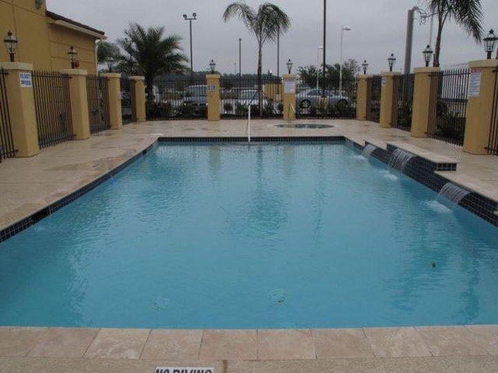 La Quinta Inn & Suites Houston Bush Intl Airport E