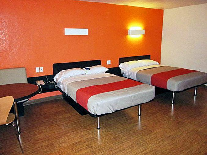 Motel 6 Uvalde