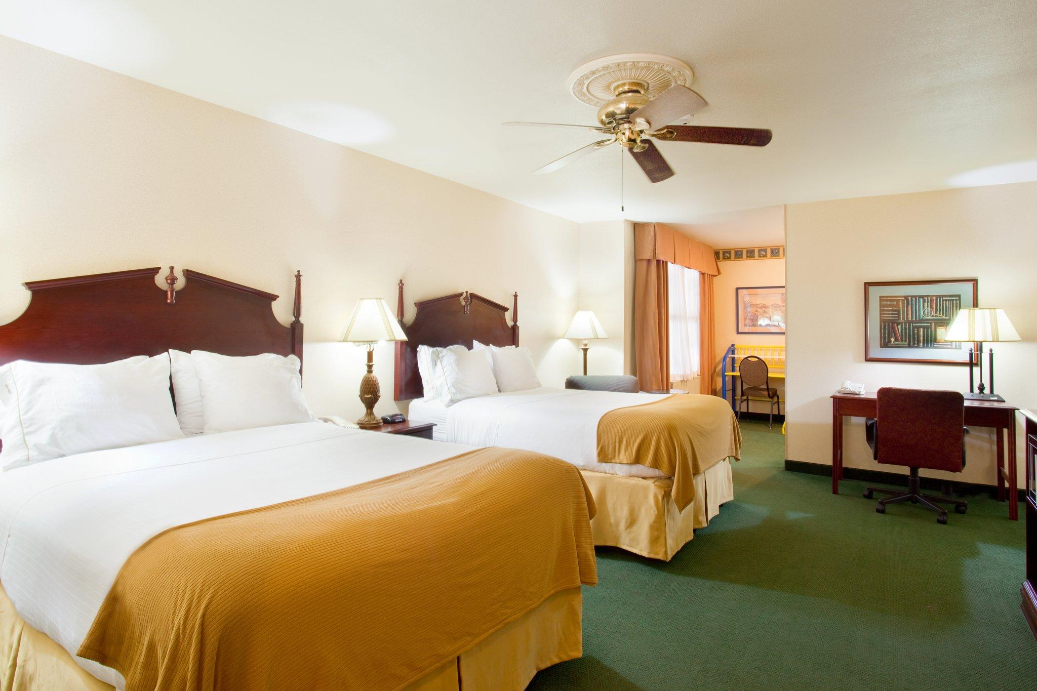 Holiday Inn Express Hotel & Suites Milwaukee Airport