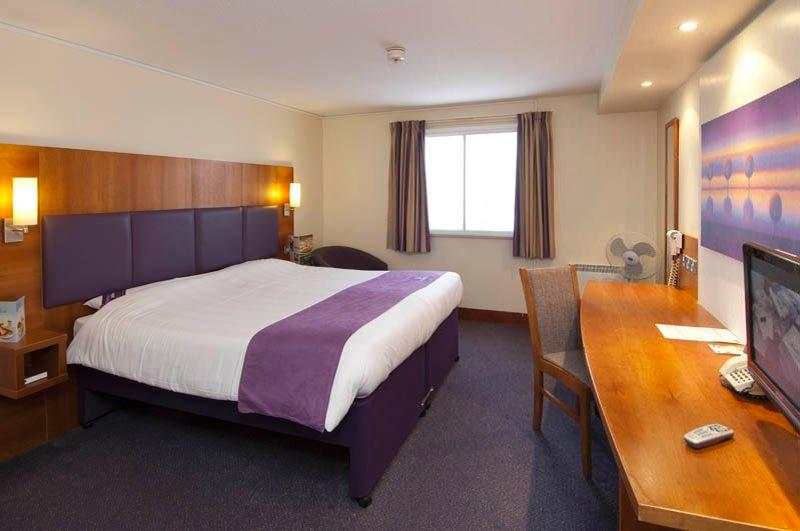 ‪Premier Inn London Hanger Lane Hotel‬