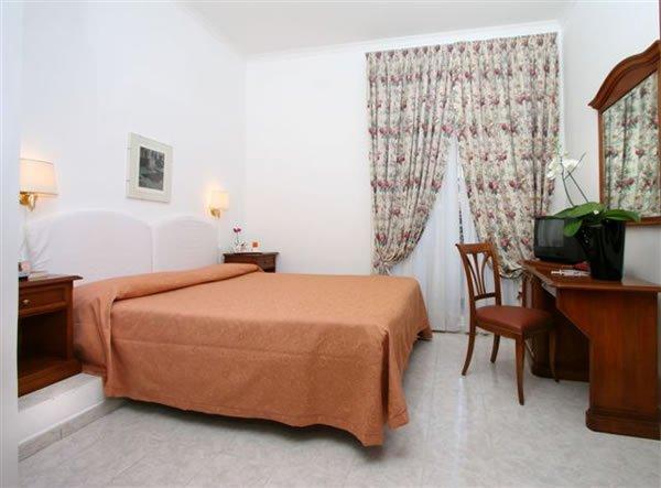 ホテル アレヌーラ ローマ