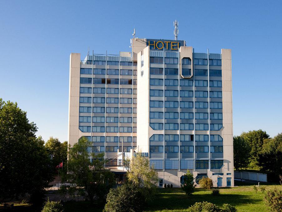 巴塞爾克拉飯店