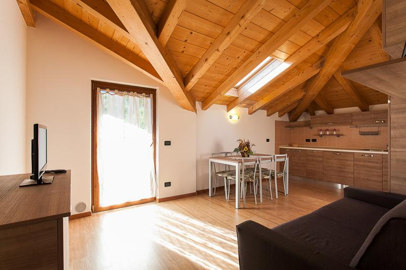 Residence toli ledro itali foto 39 s reviews en prijsvergelijking tripadvisor - Kleedkamer voor mansard kamer ...