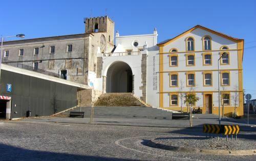 Conjunto constituido pela Igreja e antigo Convento de Sao Francisco e Fabrica Robinson