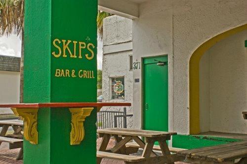 Skip's Bar & Grill