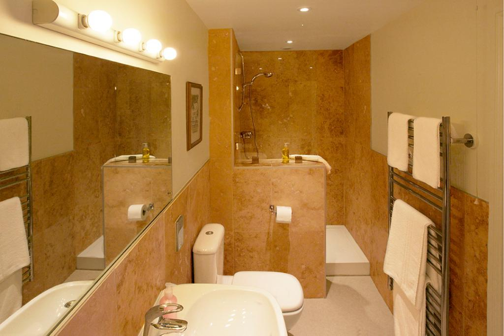 Royal castle hotel updated 2017 reviews price for Bathroom 4 less review