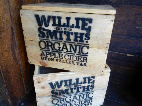 ‪Willie Smiths Organic Apple Cider‬