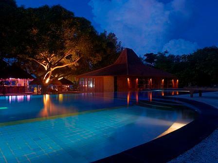 Oceans 5 Dive Resort