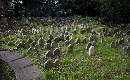 ‪The Pet Cemetery of Hyde Park‬
