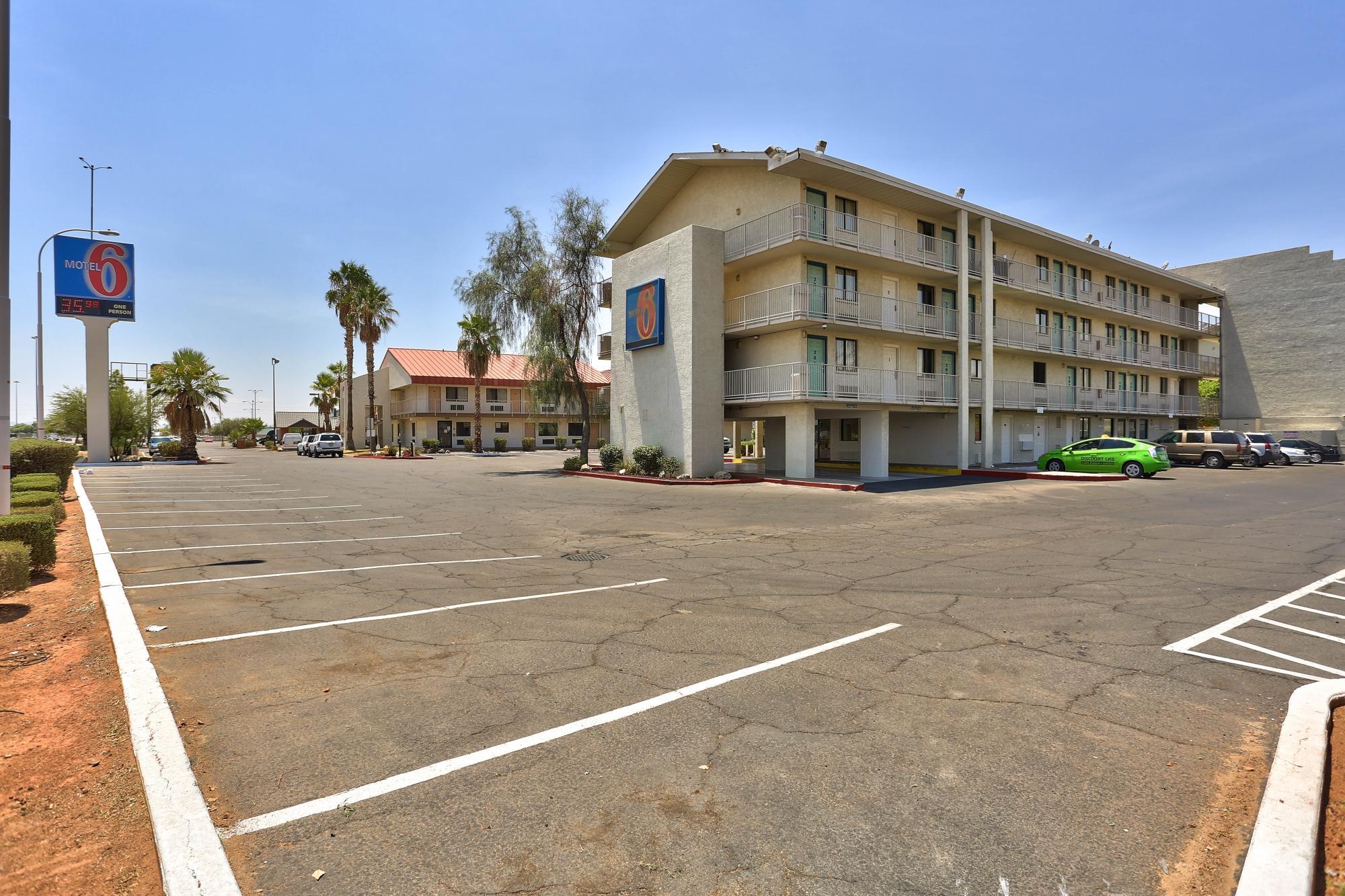 Motel 6 Phoenix - Northern Avenue