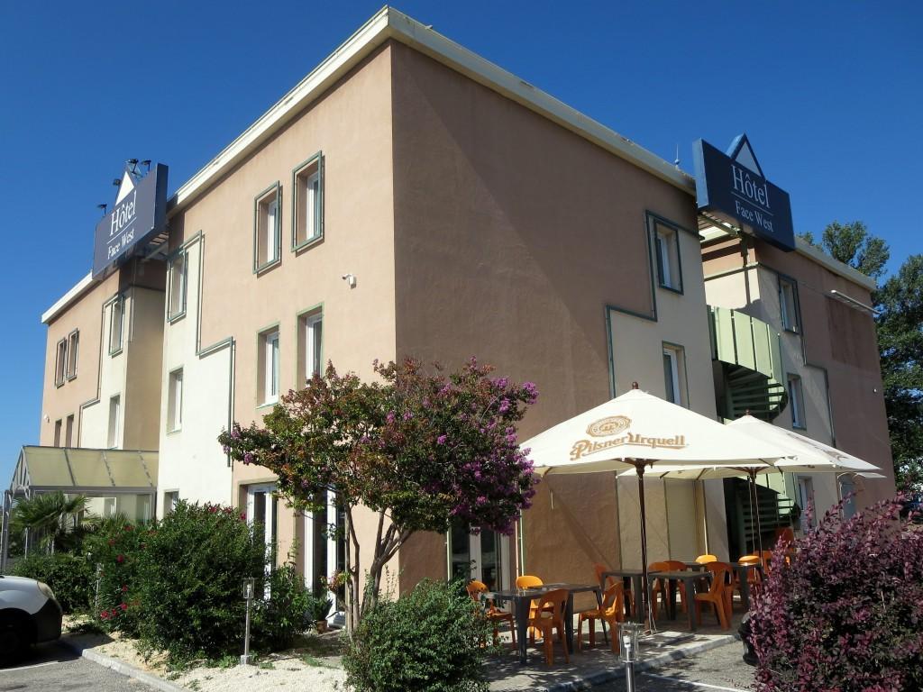 Akena avignon le pontet updated 2017 hotel reviews for Carrelage avignon le pontet