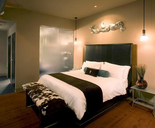 โรงแรม ดิ ไอรอน ฮอร์ส