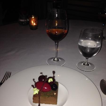 valentine's dessert and wine