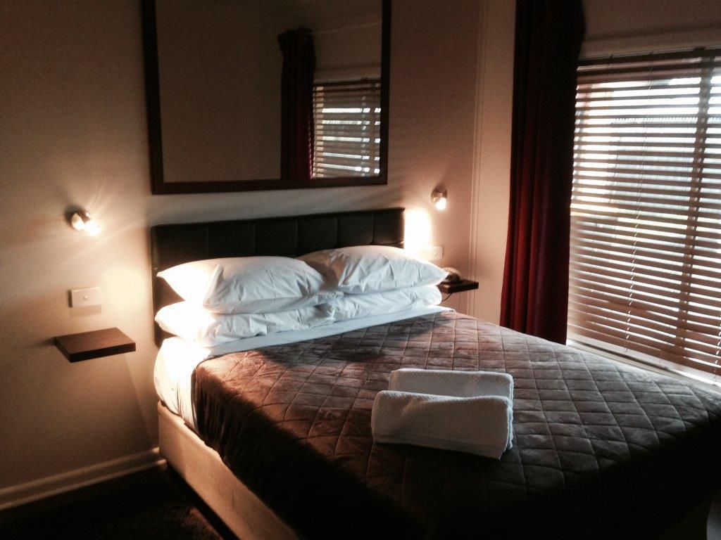 Short stays gippsland trafalgar australien omd men for 0 bedroom apartment