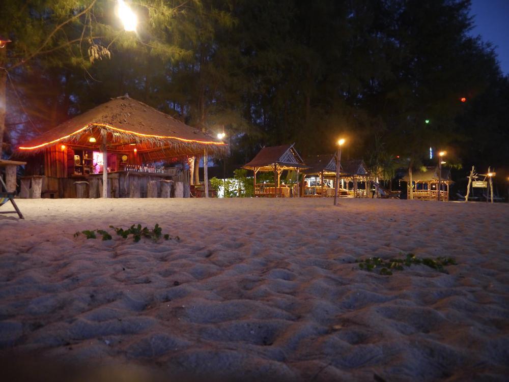 Pranee Beach Bungalows