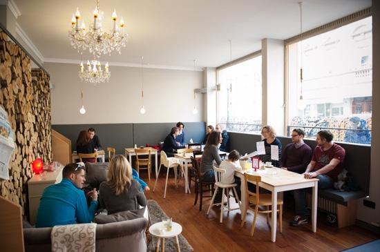 glücklich Familiencafé