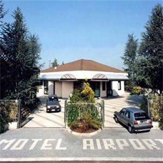 馬爾彭薩機場汽車旅館