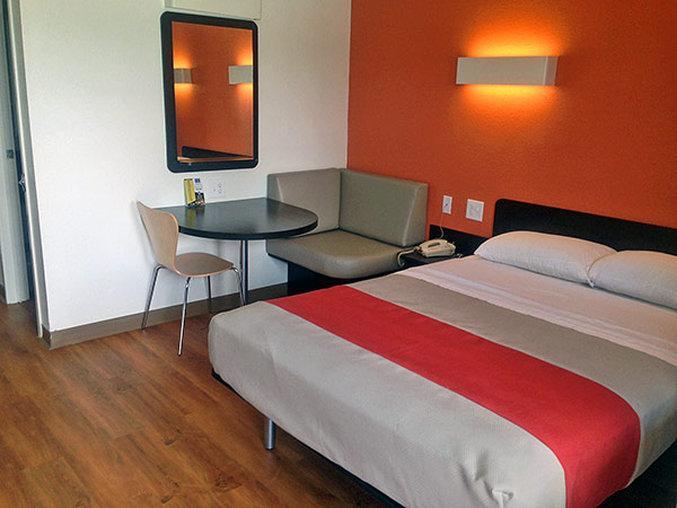 Motel 6 Conroe