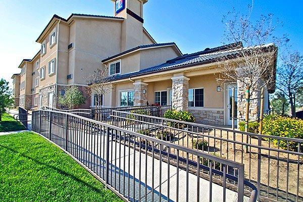 Studio 6 Bakersfield
