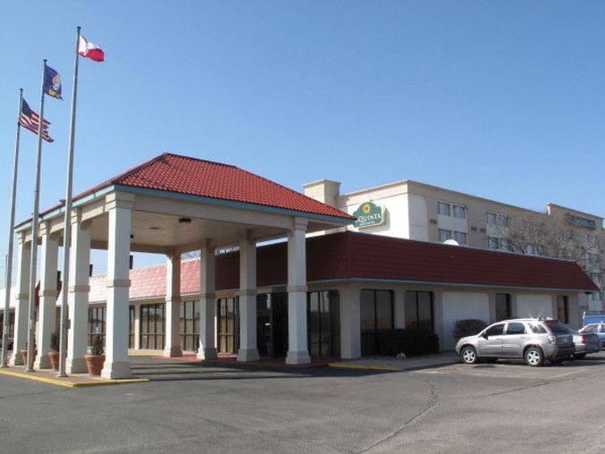 La Quinta Inn & Suites Wichita Airport