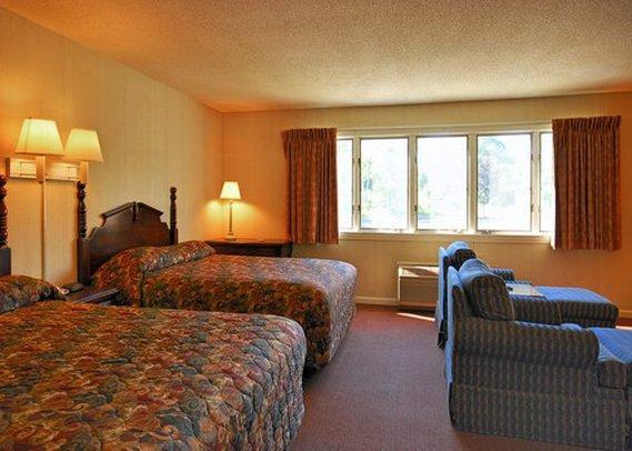 Econo Lodge Inn & Suites Groton