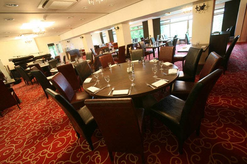 Bridge house hotel updated 2017 reviews price for Dining room reigate