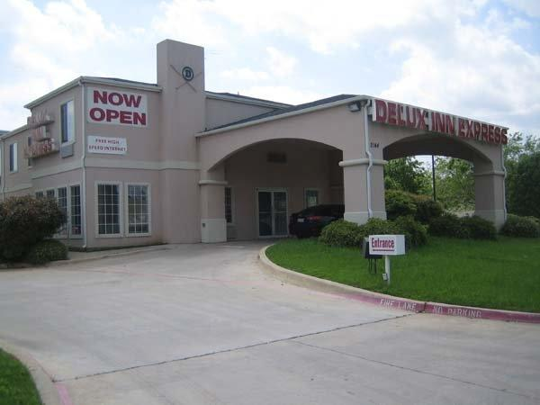 Delux Inn Express & Suites